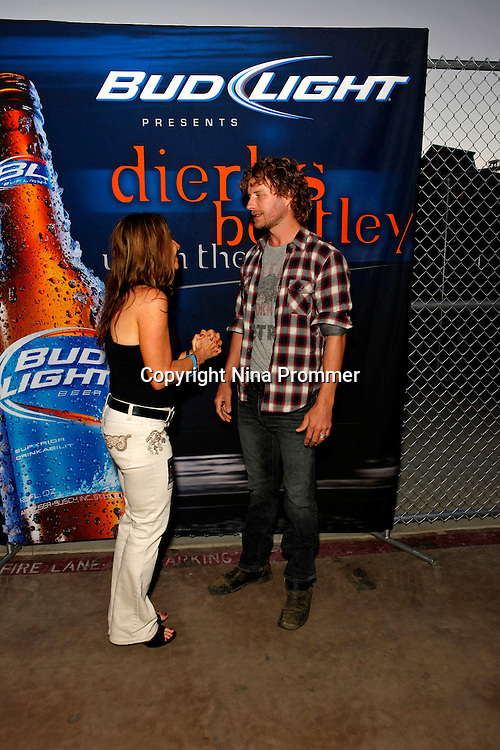 Rhythm on the vine charity event to benefit shriners children august 14 2010 meet and greet with legendary award winning country singer m4hsunfo