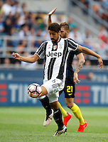 Calcio, Serie A: Inter vs Juventus. Milano, stadio San Siro, 18 settembre 2016.<br /> Juventus&rsquo; Sami Khedira in action during the Italian Serie A football match between FC Inter and Juventus at Milan's San Siro stadium, 18 September 2016.<br /> UPDATE IMAGES PRESS/Isabella Bonotto
