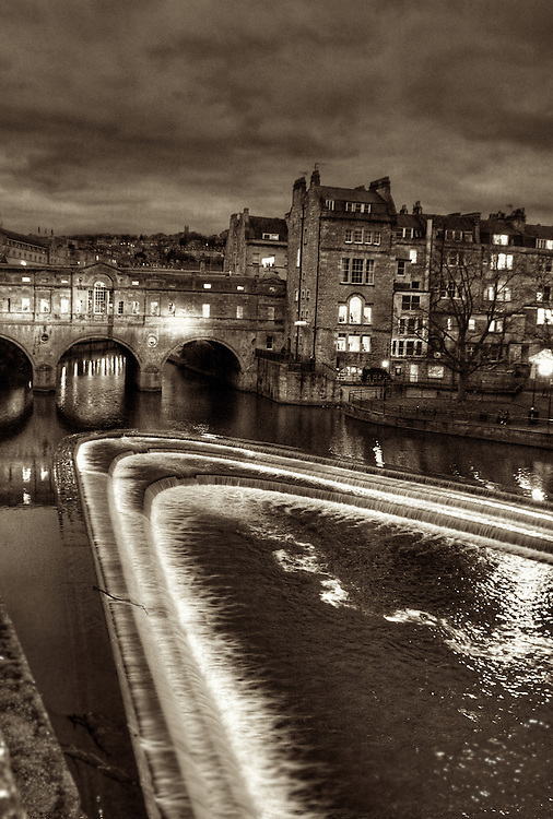 Night view of the river Avon at Bath, England