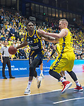 13.01.2019, EWE Arena, Oldenburg, GER, easy Credit-BBL, EWE Baskets Oldenburg vs Alba Berlin, im Bild<br /> dicht am Gegner..<br /> Rasid MAHALBASIC (EWE Baskets Oldenburg #24 )<br /> Landry Nnoko (Alba Berlin #35 )<br /> Foto © nordphoto / Rojahn
