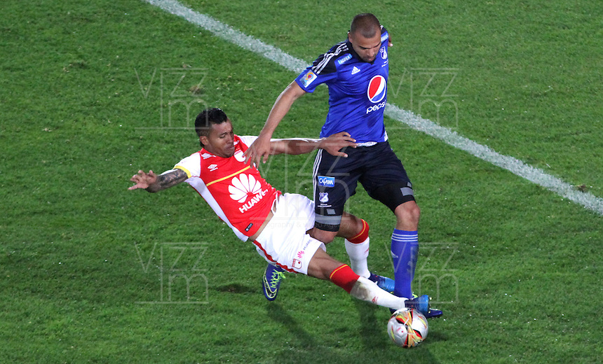 BOGOTA - COLOMBIA - 6-09-2015: Wilson Morelo jugador de Independiente Santa Fe  disputa el balon con  Andres Cadavid de Millonarios     durante partido  por la fecha 10 de la Liga Aguila II 2015 jugado en el estadio Nemesio Camacho El Campin. / Wilson Morelo player of Independiente Santa Fe   fights the ball against Andres Cadavid of Millonarios   during a match for the tenth  date of the Liga Aguila II 2015 played at Nemesio Camacho El Campin stadium in Bogota  city. Photo: VizzorImage / Felipe Caicedo / Staff.