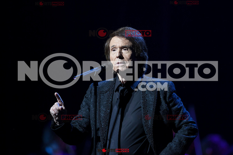 Spanish singer Raphael performs during a concert at Royal Theater in Madrid, Spain. July 22, 2015. (ALTERPHOTOS/Victor Blanco)