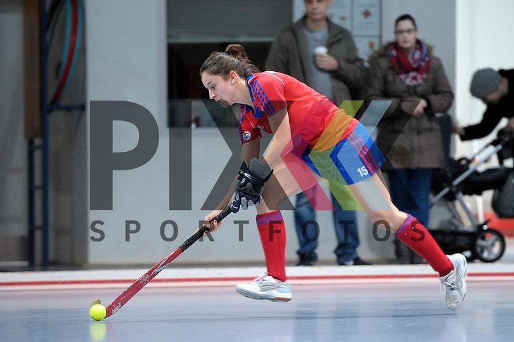 GER - Mannheim, Germany, January 17: During the Oberliga-Damen indoor hockey match between Feudenheimer HC (red) and  TSV Ludwigsburg (yellow) on January 17, 2016 at Irma-Roechling-Halle in Mannheim, Germany. Final score 8-2 (HT 3-1).  Bettina Posset #15 of Feudenheimer HC<br /> <br /> Foto &copy; PIX-Sportfotos *** Foto ist honorarpflichtig! *** Auf Anfrage in hoeherer Qualitaet/Aufloesung. Belegexemplar erbeten. Veroeffentlichung ausschliesslich fuer journalistisch-publizistische Zwecke. For editorial use only.
