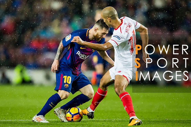 Lionel Andres Messi of FC Barcelona (L) fights for the ball with Guido Hernan Pizarro of Sevilla FC (R) during the La Liga 2017-18 match between FC Barcelona and Sevilla FC at Camp Nou on November 04 2017 in Barcelona, Spain. Photo by Vicens Gimenez / Power Sport Images