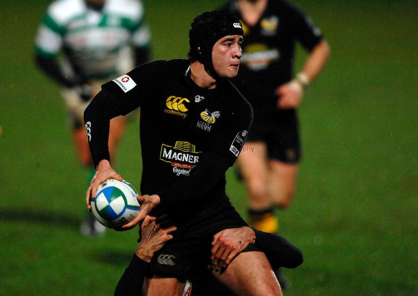 Photo: Richard Lane..London Wasps v Treviso. Heineken Cup. 10/12/2006. .Wasps' Danny Cipriani passes.