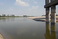 - exceptional low water of the Po river, Viadana bridge (Mantua)....- secca eccezionale del fiume Po, ponte di Viadana (Mantova)