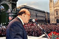Craxi, ultimo comizio, piazza duomo milano, partito socialista, aprile 1992