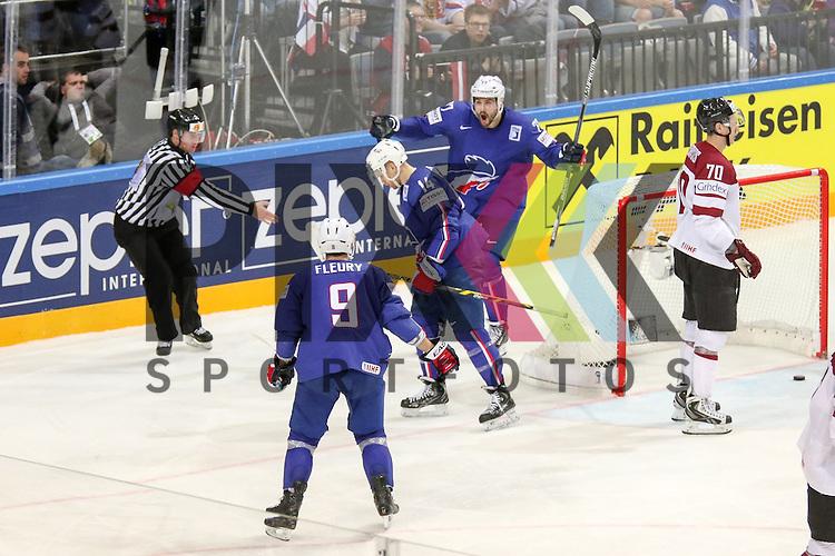 Frankreichs Treille, Sacha (Nr.77) mit dem Torjubel zusammen mit dem Team im Spiel IIHF WC15 France vs. Lativa.<br /> <br /> Foto &copy; P-I-X.org *** Foto ist honorarpflichtig! *** Auf Anfrage in hoeherer Qualitaet/Aufloesung. Belegexemplar erbeten. Veroeffentlichung ausschliesslich fuer journalistisch-publizistische Zwecke. For editorial use only.