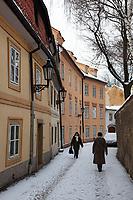 Tschechien, Boehmen, Prag: verschneite Gasse auf dem Hradschin   Czech Republic, Bohemia, Prague: Winter street scene in the Hradcany district