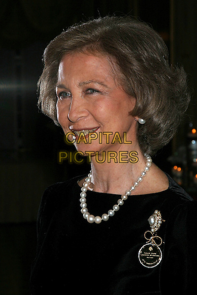 QUEEN SOFIA OF SPAIN.The annual Gold Medal Gala held by Queen Sofia Spanish Institute to honor Julio Iglesias, Henrey Kissinger, Beatrice Santo Domingo at the Pierre Hotel in New York..USA, United States.28th November 2005.Ref:Ian Wilson.portrait headshot black velvet top pearls matching earrings brooch medal smiling .www.capitalpictures.com.sales@capitalpictures.com.©Capital Pictures.