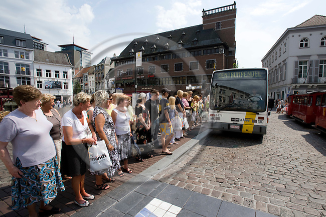 HASSELT - BELGIUM - 02 JULY 2008 --  The city of Hasselt has introduced a free public transport service since 1. July 1997. Here people waiting at the Grote Markt (Town square) for the Centrumpendel bus. Photo: Erik Luntang/EUP-IMAGES..