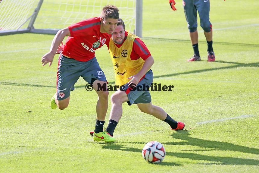 Aleksandar Ignjovski (EIntracht) gegen Marc Stendera - Eintracht Frankfurt Training, Commerzbank Arena