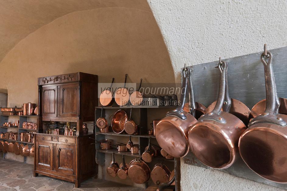 Europe/France/Aquitaine/24/Dordogne/Jumilhac-le-Grand: Cuisine médiévale et sa batterie de cuivres du  Château de Jumilhac