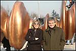 Sergio Chiamparino e Evelina Christillin durante i lavori di installazione della scultura di Tony Cragg 'Punti di vista' nella Piazza Olimpica di Torino. Gennaio 2006.