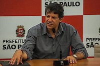 SÃO PAULO, SP, 30.10.2014 - DIA COLETIVA FERNANDO HADDAD/ NOTIFICAÇÃO DE IMÓVEIS OCIOSOS - O prefeito Fernando Haddad assina, na manhã desta quinta-feira (30), em São Paulo, o decreto que confere a nova regulamentação à notificação para o parcelamento, edificação e utilização. Com isso a prefeitura irá iniciar a notificação de imóveis ociosos com a intenção de combater a especulação e a degradação urbana. (Foto: Taba Benedicto/ Brazil Photo Press)