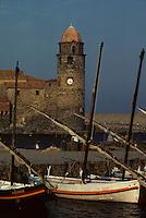 Europe/France/Languedoc-Roussillon/66/Pyrénées -Orientales/Collioure : Eglise et barque