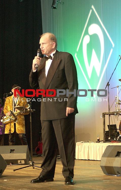 Gruen Weisse Nacht SV Werder Bremen 2003<br /> Juergen L. Born gegruesste die Gaeste bei der Gruen Weissen Nacht im Congress Centrum Bremen. Born ist der Vorstandsvorsitzende des Vereins.<br /> Foto &copy; nordphoto <br /> <br />  *** Local Caption *** Foto ist honorarpflichtig! zzgl. gesetzl. MwSt.<br />  Belegexemplar erforderlich<br /> Adresse: nordphoto<br /> Georg-Reinke-Strasse 1<br /> 49377 Vechta