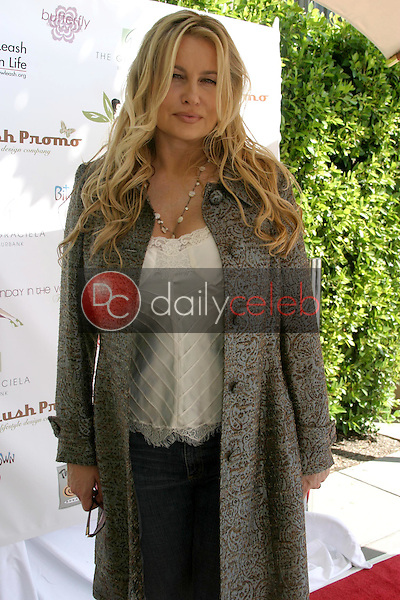 Jennifer Coolidge<br />at the Sunday in the Valley Benefit for New Leash on Life. The Graciela Burbank, Burbank, CA. 10-09-05<br />Dave Edwards/DailyCeleb.com 818-249-4998