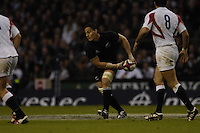Twickenham. GREAT BRITAIN,  Chris MASOE  moves the ball, during  the 2006 Investec Challenge, game between, England  and New Zealand [All Blacks], on Sun., 05/11/2006, played at the Twickenham Stadium, England. Photo, Peter Spurrier/Intersport-images].....   [Mandatory Credit, Peter Spurier/ Intersport Images].