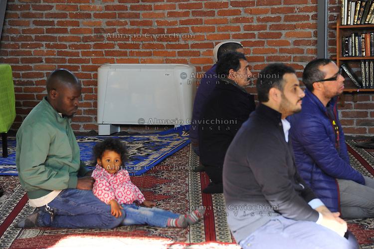 Milano: Moschea Mariam di via Padova. 28 Mar 2015<br /> Milan: Mosque Mariam in Via Padova. March 28, 2015