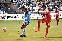 MONTERIA - COLOMBIA, 19-08-2018: Ramon Cordoba (Izq) jugador de Jaguares de Córdoba disputa el balón con Wilson Morelo (Der) jugador de Independiente Santa Fe durante partido por la fecha 5 de la Liga Águila II 2018 jugado en el estadio Municipal de Montería. / Ramon Cordoba (L) player of Jaguares of Cordoba vies for the ball with Wilson Morelo (R) player of Independiente Santa Fe during a match for the date 5 of the Liga Aguila II 2018 at the Municipal de Monteria Stadium in Monteria city. Photo: VizzorImage / Andres Felipe Lopez / Cont