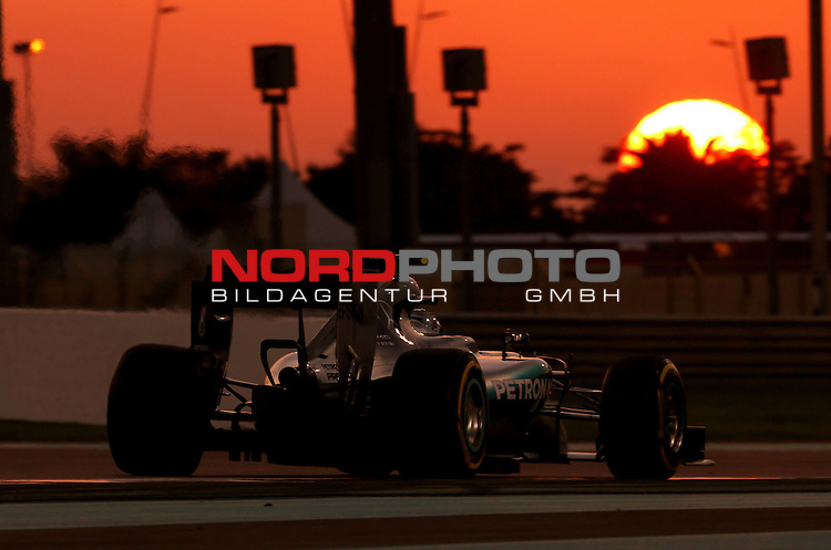 28.11. - 29.11.2015, Abu Dhabi, UE, F1 GP United Emirate, im Bild Nico Rosberg (GER), Mercedes GP<br /> for the complete Middle East, Austria &amp; Germany Media usage only!<br />  Foto &copy; nph / Mathis