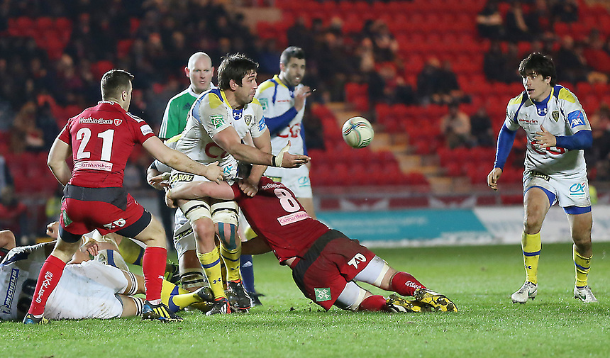 Clermont Auvergne's Nathan Hines offloads to team-mate David Skrela ..Rugby Union - Heineken Cup Pool 5 - Scarlets v Clermont Auvergne - Saturday 19th January 2013 - Parc y Scarlets - Llanelli....