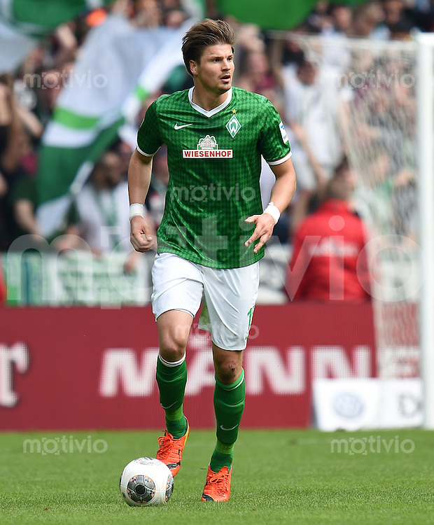 FUSSBALL   1. BUNDESLIGA   SAISON 2013/2014   31. SPIELTAG SV Werder Bremen - 1899 Hoffenhein                   19.04.2014 Sebastian Proedl (SV Werder Bremen) am Ball