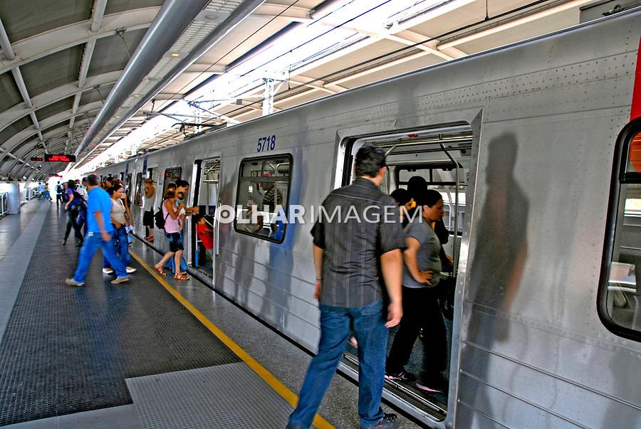 Estação do metrô Capão Redondo. São Paulo. 2007. Foto de Juca Martins.