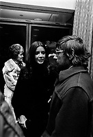 Gilles Carle et les acteurs du films a la premiere de LA MORT D'UN BUCHERON<br /> , le 25 janvier 1973<br /> <br /> La Mort d'un bûcheron est un film qui met en vedette la musicienne Carole Laure, accompagnée de Daniel Pilon, Willie Lamothe et Denise Filiatrault. <br /> <br /> <br /> Photo : Agence Quebec Presse