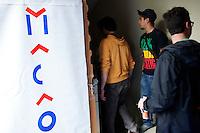 Milano: il collettivo Macao occupa la torre Galfa per farne un centro culturale.