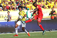 BARRANQUILLA  - COLOMBIA - 8-10-2015: Juan Cuadrado jugador de la seleccion Colombia  disputa el balon con Carlos Ascues de la seleccion Peru durante primer partido  por por las eliminatorias al mundial de Rusia 2018 jugado en el estadio Metropolitano Roberto Melendez  / : Juan Cuadrado player of Colombia  fights for the ball with Carlos Ascues of selection of Peru during first qualifying match for the 2018 World Cup Russia played at the Estadio Metropolitano Roberto Melendez. Photo: VizzorImage / Felipe Caicedo / Staff.