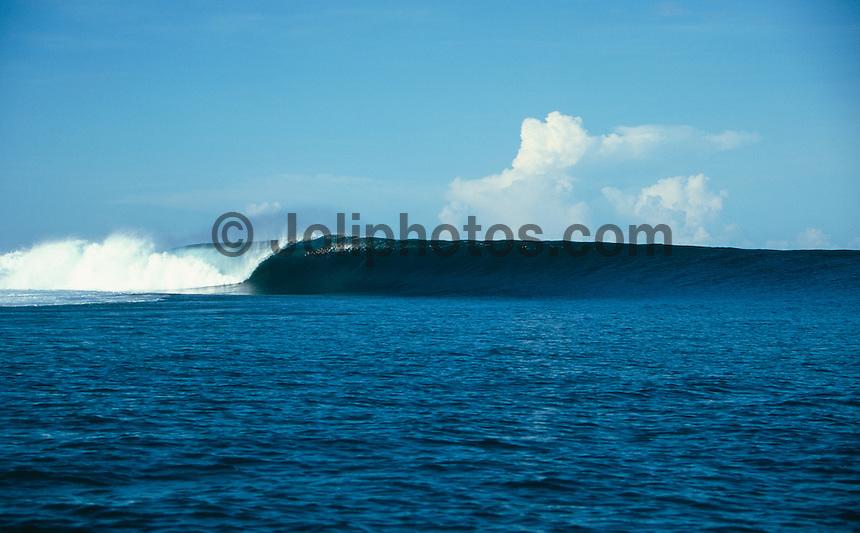 Empty wave at Cloudbreak, Tavarua island, Fiji, 2000..photo:  joliphotos.com