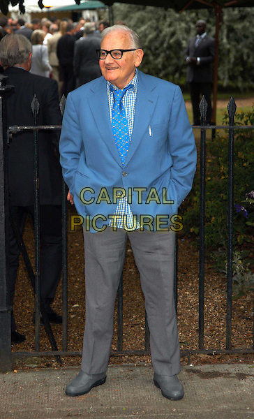 RONNIE BARKER.David Frost's summer party.sales@capitalpictures.com.www.capitalpictures.com.©Capital Pictures.full length, full-length, blue suit jacket