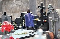 BELO HORIZONTE,MG, 02.11.2015 – FINADOS-MG – Movimentação no Cemitério do Bonfim, no bairro Bonfim, em Belo Horizonte, no dia de finados, nesta segunda-feira, 02 (Foto: Doug Patricio/Brazil Photo Press)