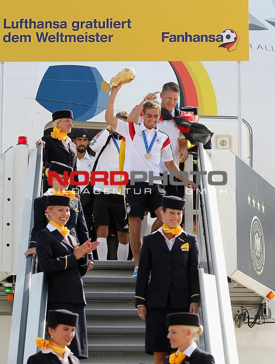 15.07.2015, Tegel, Berlin, Ankunft der deutschen Nationalmannschaft,   <br /> <br /> Philipp Lahm (DFB) Bastian Schweinsteiger (DFB) Sami Khedira (DFB) kommen aus der Maschine <br /> <br /> Foto &copy; nordphoto