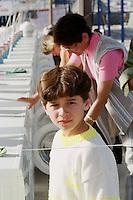 Nach dem Erdbeben im August in der Tuerkei leben tausende Menschen in Zeltlagern und Behilfszelten. Das tuerkische Militaer hat nahe der Ortschaft Asagi Yuvacik Mahallesi das Zeltlager Mehmetzik Kenti fuer ca. 4.500 Menschen errichtet. Hier leben Menschen, deren Haeuser vollstaendig zerstoert wurden.<br /> Hier: Einhundert Waschmaschienen fuer alle Lagerbewohner.<br /> 13.10.1999, Izmit/Tuerkei<br /> Copyright: Christian-Ditsch.de<br /> [Inhaltsveraendernde Manipulation des Fotos nur nach ausdruecklicher Genehmigung des Fotografen. Vereinbarungen ueber Abtretung von Persoenlichkeitsrechten/Model Release der abgebildeten Person/Personen liegen nicht vor. NO MODEL RELEASE! Nur fuer Redaktionelle Zwecke. Don't publish without copyright Christian-Ditsch.de, Veroeffentlichung nur mit Fotografennennung, sowie gegen Honorar, MwSt. und Beleg. Konto: I N G - D i B a, IBAN DE58500105175400192269, BIC INGDDEFFXXX, Kontakt: post@christian-ditsch.de<br /> Bei der Bearbeitung der Dateiinformationen darf die Urheberkennzeichnung in den EXIF- und  IPTC-Daten nicht entfernt werden, diese sind in digitalen Medien nach §95c UrhG rechtlich geschützt. Der Urhebervermerk wird gemaess §13 UrhG verlangt.]