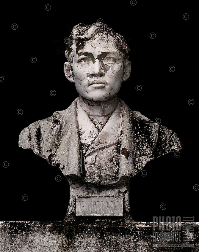 Sculpture in Wailuku, Maui, of José Rizal, patriot and advocate for reform in the Philippines during the Spanish colonial era.
