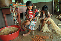 "Making rope with ""Astrocaryum chambira burret"" tree fibres"
