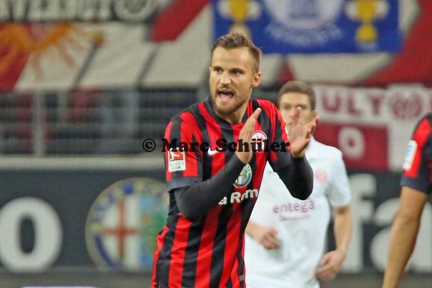 Haris Seferovic (Eintracht) feuert seine Mitspieler an - Eintracht Frankfurt vs. 1. FSV Mainz 05, Commerzbank Arena