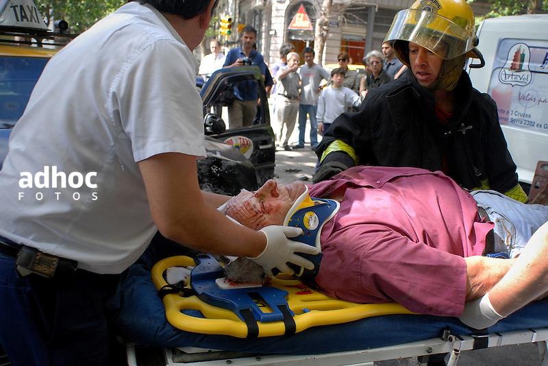 Accidente de transito. Montevideo, 2007.<br /> URUGUAY / MONTEVIDEO / <br /> Foto: Ricardo Ant&uacute;nez / AdhocFotos<br /> www.adhocfotos.com