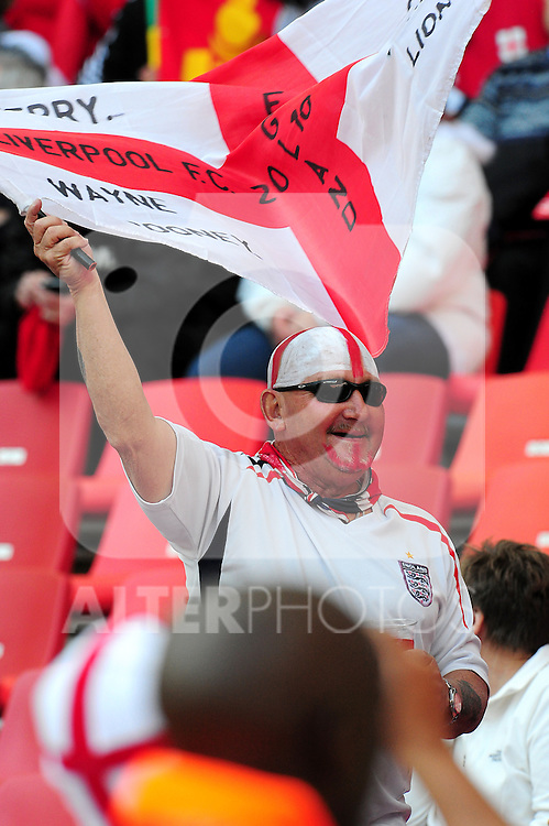 Fans get in the mood before the 2010 World Cup Soccer match between England and Slovenia played at the Nelson Mandela Stadium in Port Elizabeth South Africa on 23 June 2010.  Photo: Gerhard Steenkamp/Cleva Media