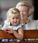 Nederland, Apeldoorn , 18-08-2006. Princes Amalia met op de achtergrond Koningin Beatrix.© foto Michael Kooren/Hollandse Hoogte.