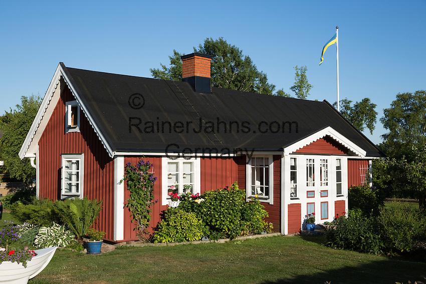 Sweden, Blekinge County, Tjurkoe island, near Karlskrona: Traditional red Swedish summer house | Schweden, Blekinge laen, bei Karlskrona: traditionelles schwedisches Sommerhaus auf der Insel Tjurkoe