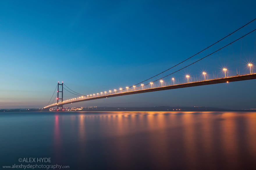 The Humber Bridge is 2220 metres long and spans the Humber estuary. Kingston upon Hull, East Yorkshire, England, UK.