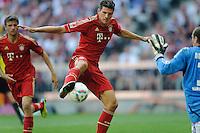 Fussball Bundesliga Saison 2011/2012 3. Spieltag FC Bayern Muenchen - Hamburger SV V.l.: Mario GOMEZ (FCB), Jaroslav DROBNY (HSV).