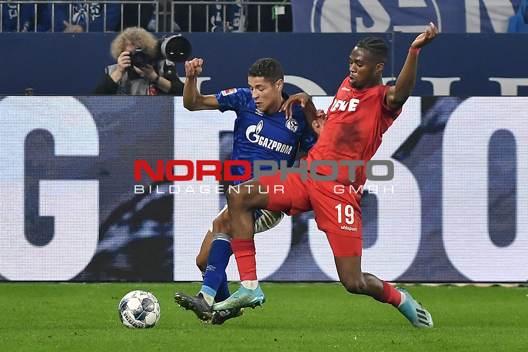 05.10.2019, VELTINS-Arena, Gelsenkirchen, GER, DFL, 1. BL, FC Schalke 04 vs 1. FC Koeln, DFL regulations prohibit any use of photographs as image sequences and/or quasi-video<br /> <br /> im Bild v. li. im Zweikampf Amine Harit (#25, FC Schalke 04) Kingsley Ehizibue (#19, 1.FC Köln / Koeln) <br /> <br /> Foto © nordphoto/Mauelshagen