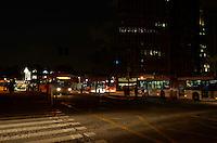 SÃO PAULO, SP, 07 DE FEVEREIRO DE 2012 - TRANSITO - Semáforos do cruzamento das avenidas Brigadeiro Faria Lima com Rebouças ficaram desligados na noite desta terça-feira, devido à queda de energia na região. FOTO: ALEXANDRE MOREIRA - NEWS FREE.