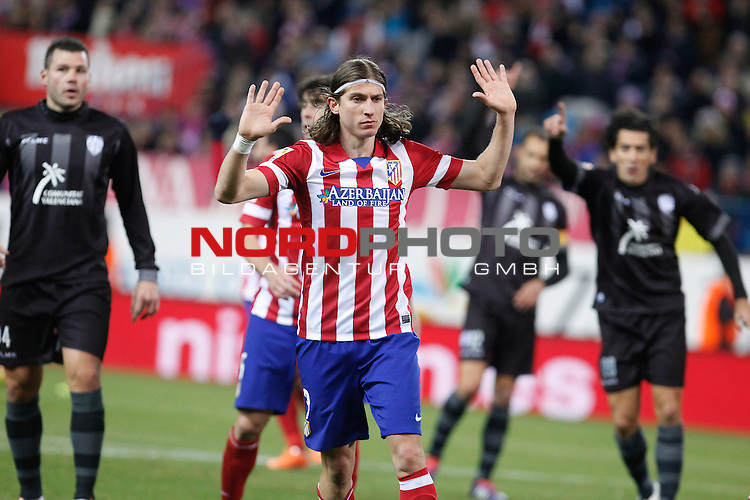 Atletico de Madrid¬¥s Filipe Luis (C) and  Levante¬¥s during La Liga 2013-14 match at Vicente Calderon stadium, Madrid. December 21, 2013. Foto © nph / Victor Blanco)