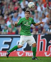 FUSSBALL   1. BUNDESLIGA   SAISON 2011/2012    8. SPIELTAG Hannover 96 - SV Werder Bremen                             02.10.2011 Sokratis PAPASTATHOPOULOS (SV Werder Bremen) Einzelaktion am Ball